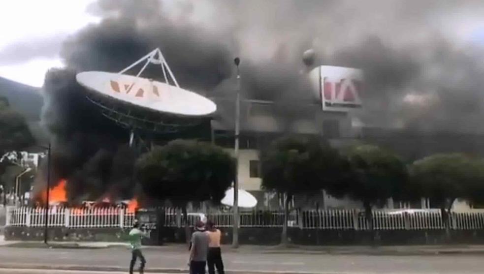 Atacan medios de comunicación en Ecuador